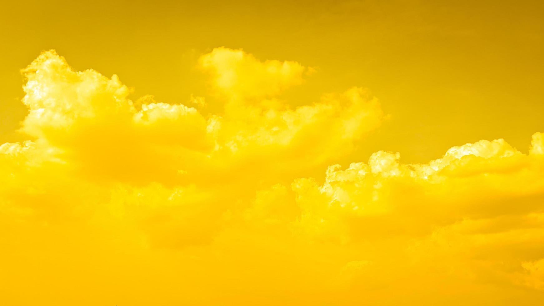 abstracte achtergrond van geel bewolkt foto