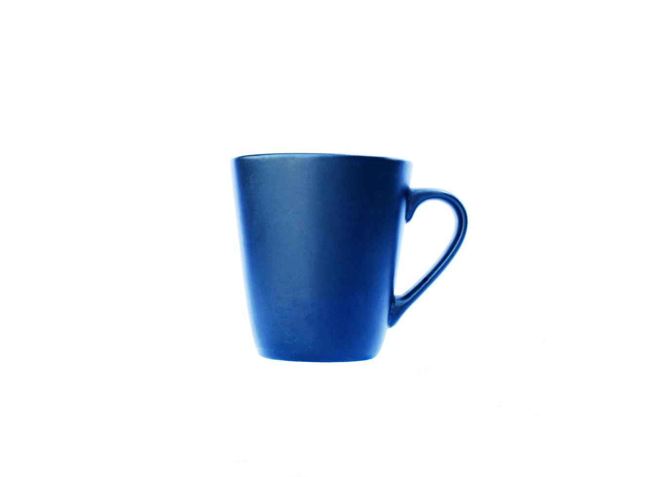 blauwe kopjes geïsoleerd op een witte achtergrond bevatten uitknippad foto
