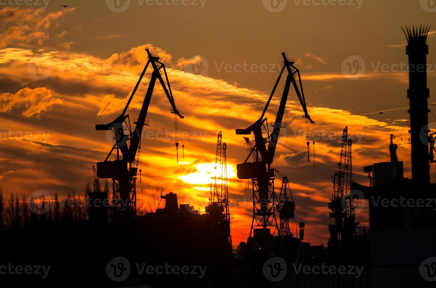 silhouet van de haven in Hamburg foto