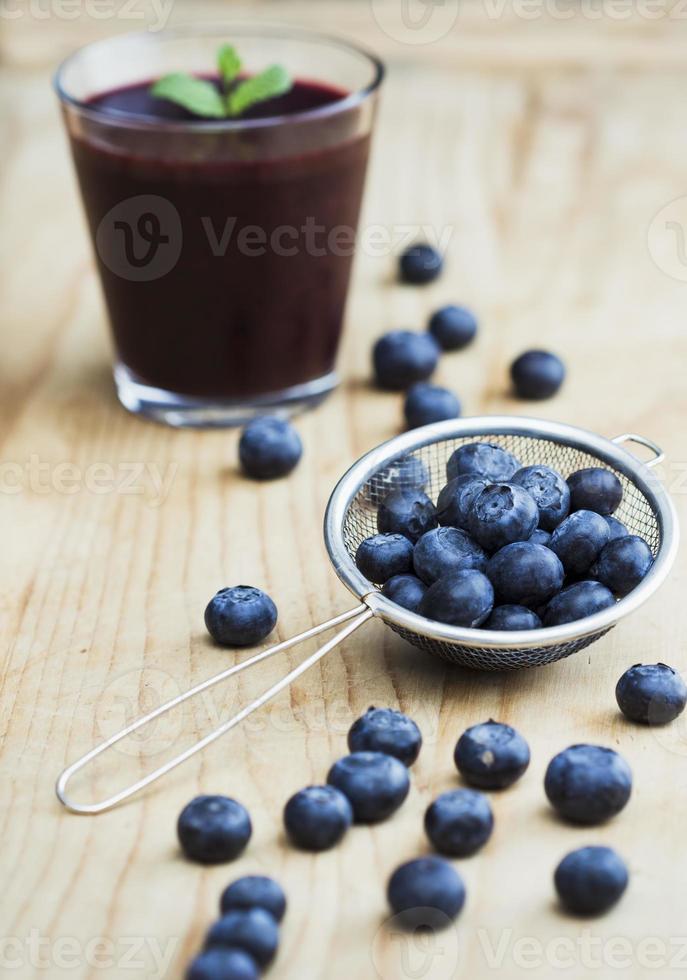 verse bosbessen en smoothie foto