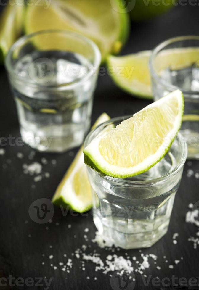 tequila geschoten met limoen foto
