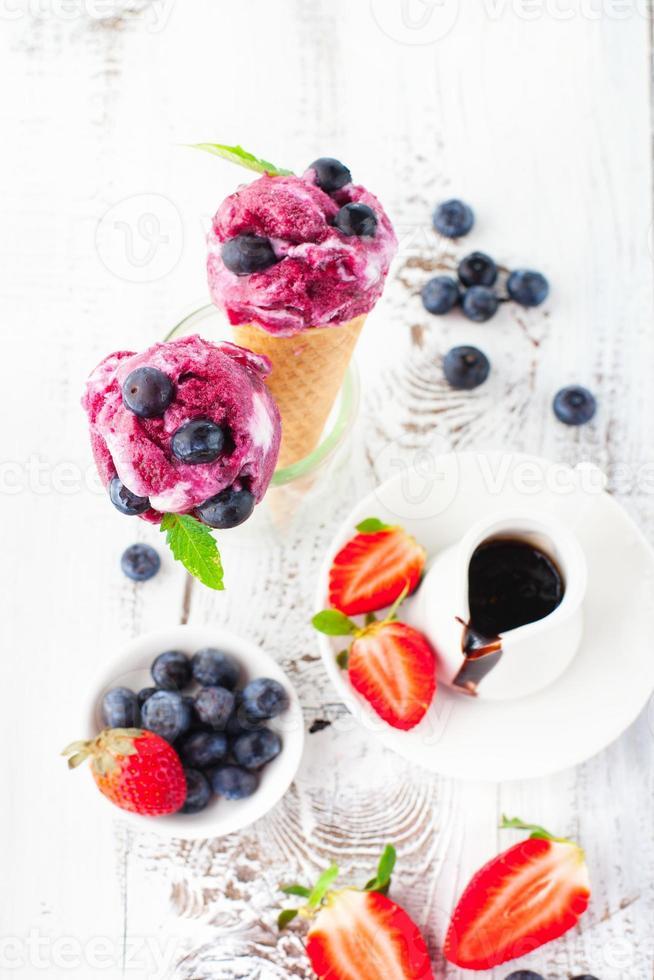 ijs met fruit foto