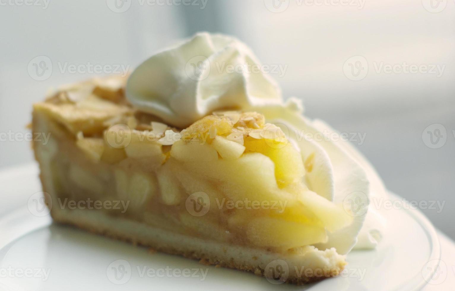 appeltaart met slagroom foto