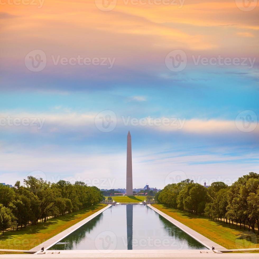 washington monument zonsopgang als gevolg van zwembad foto