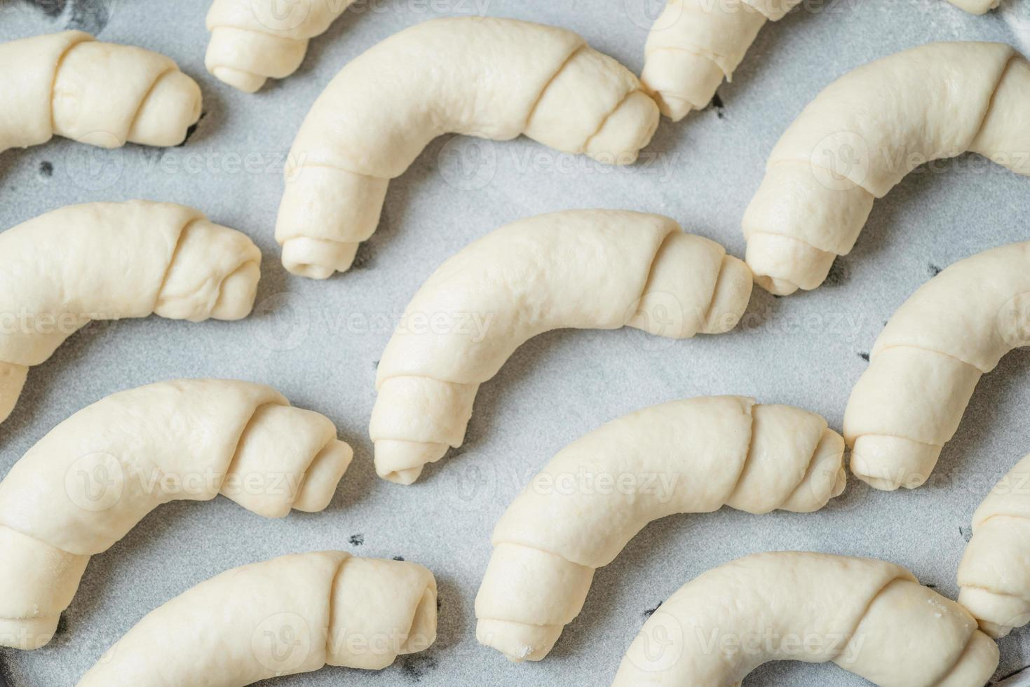 croissant bereid om te bakken foto
