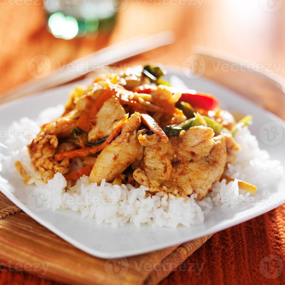 pittige Thaise panang kip rode curry foto