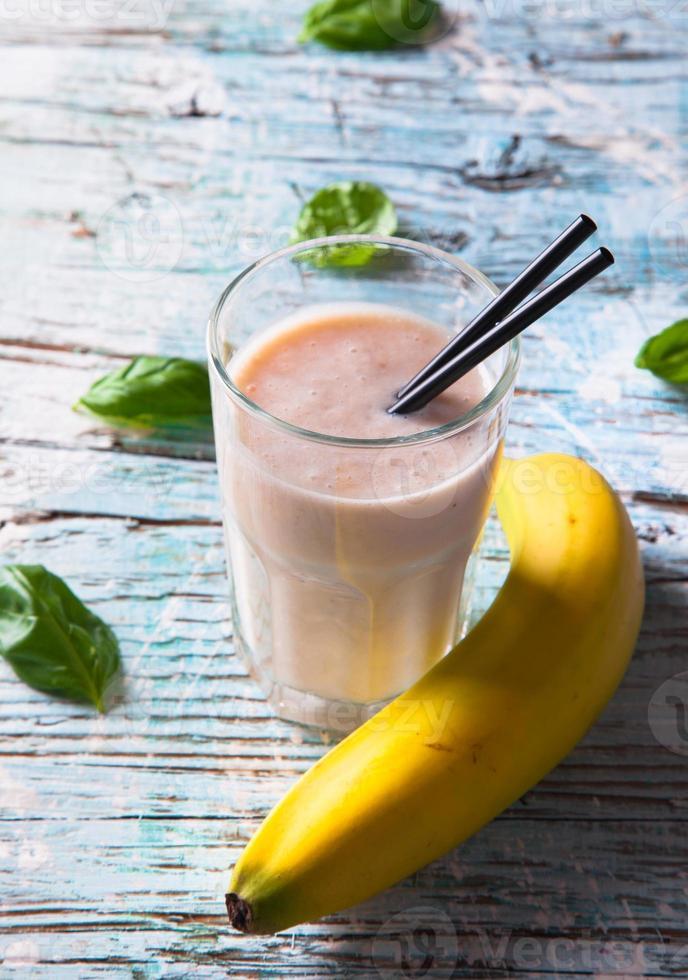 verse milkshake op hout foto