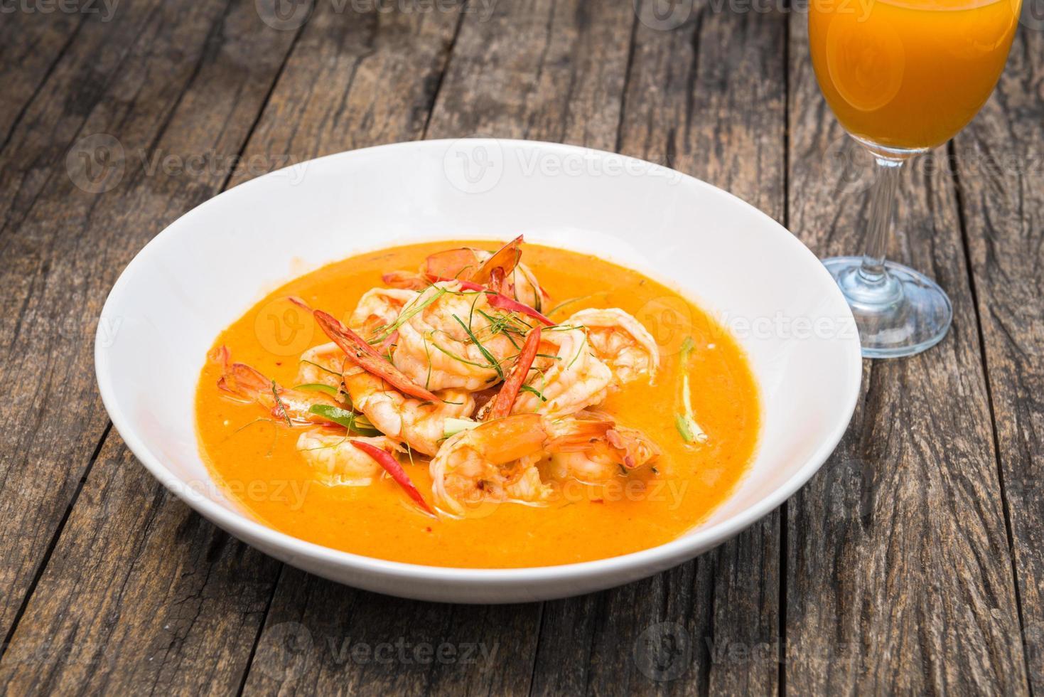 Thaise panang curry met garnalen foto
