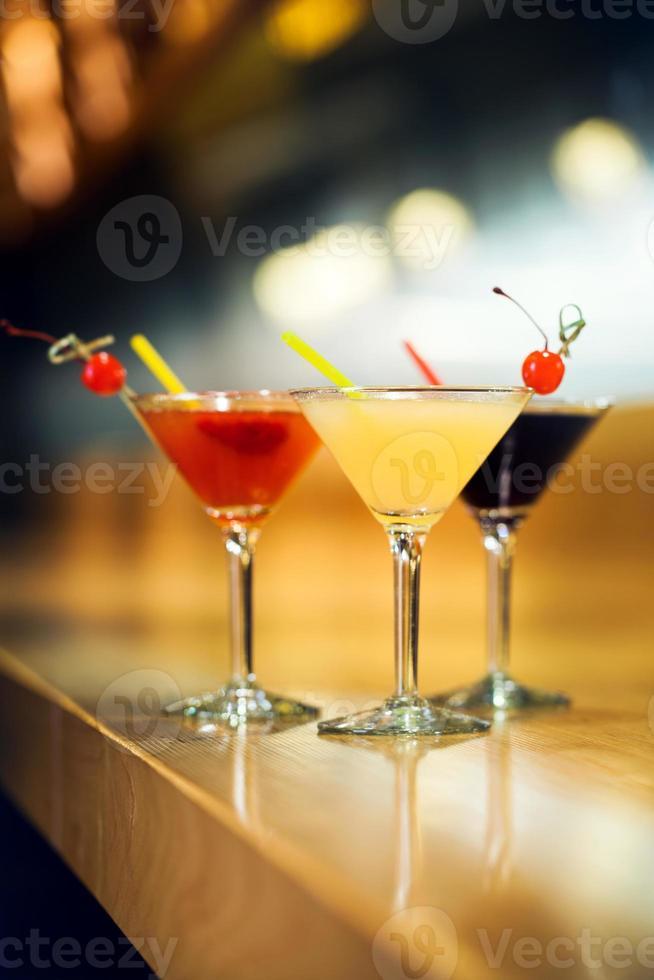 cocktails op een bar foto