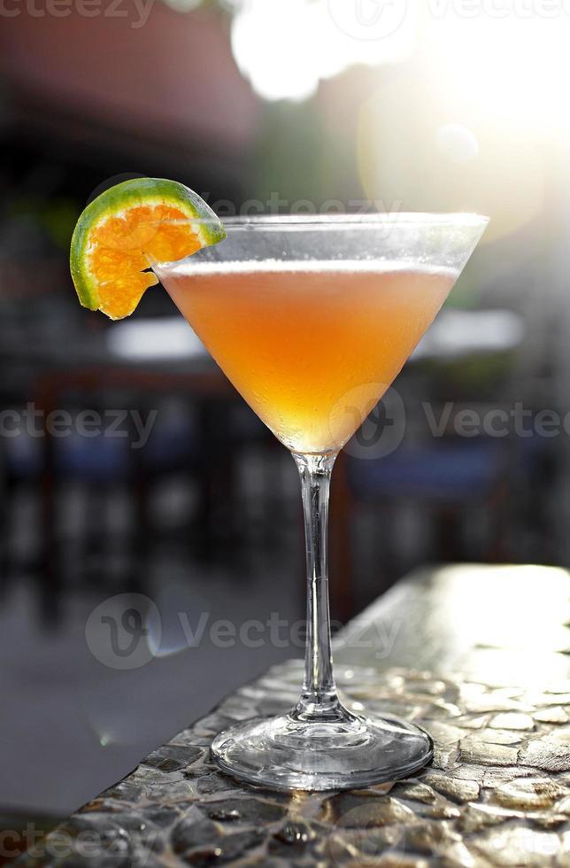 close-up cocktail van sinaasappelsap foto