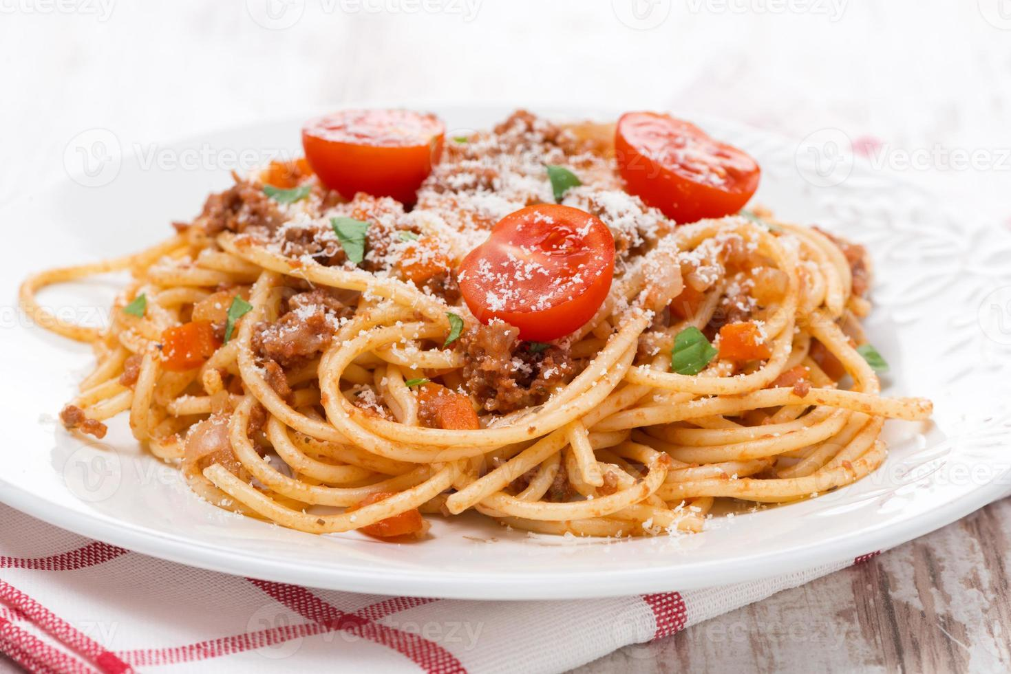 Italiaanse pasta - spaghetti bolognese op een bord foto