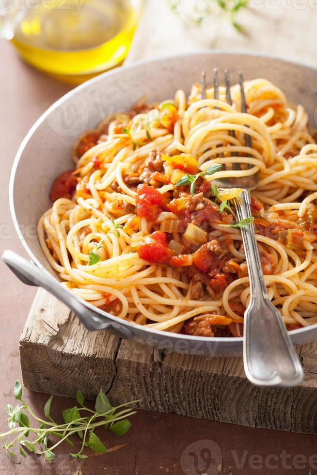 Italiaanse pasta spaghetti bolognese koken foto