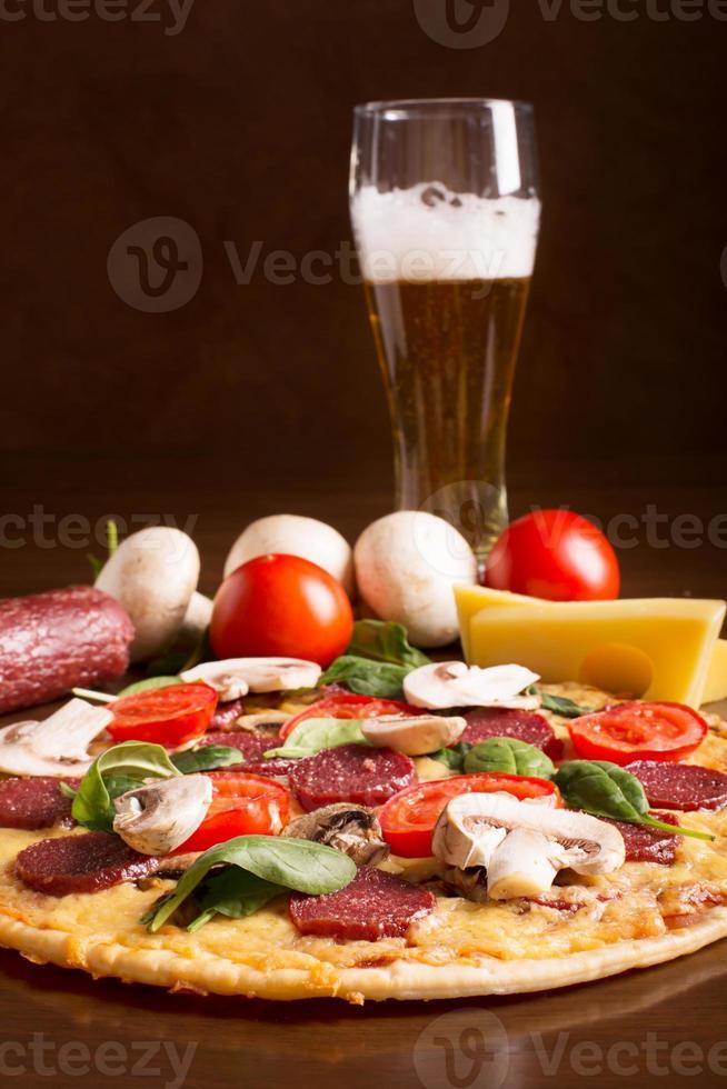 smakelijke Italiaanse pizza foto
