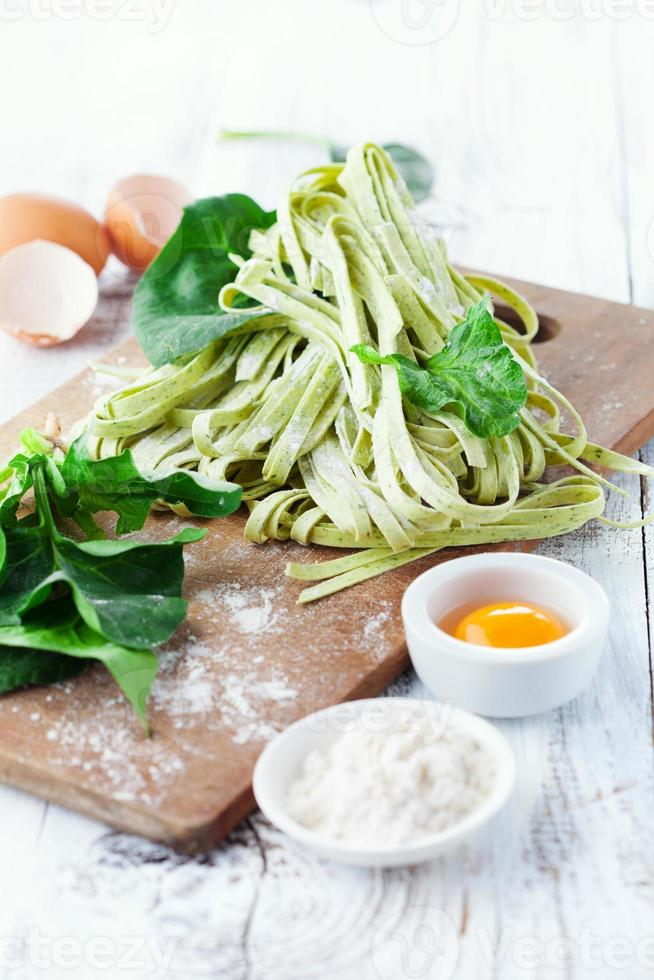 huisgemaakte tagliatelle met spinazie foto