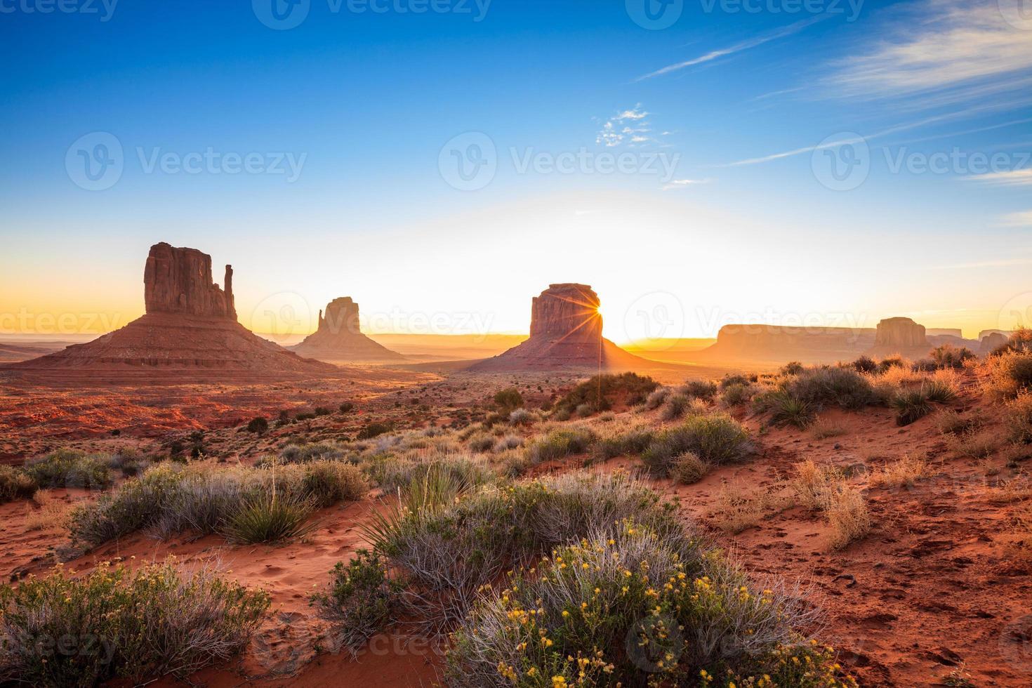monument valley landschap bij zonsopgang foto