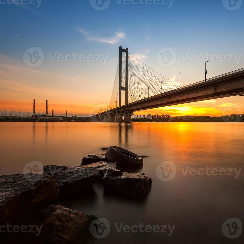 South Bridge in de avond Kiev City. Oekraïne. foto