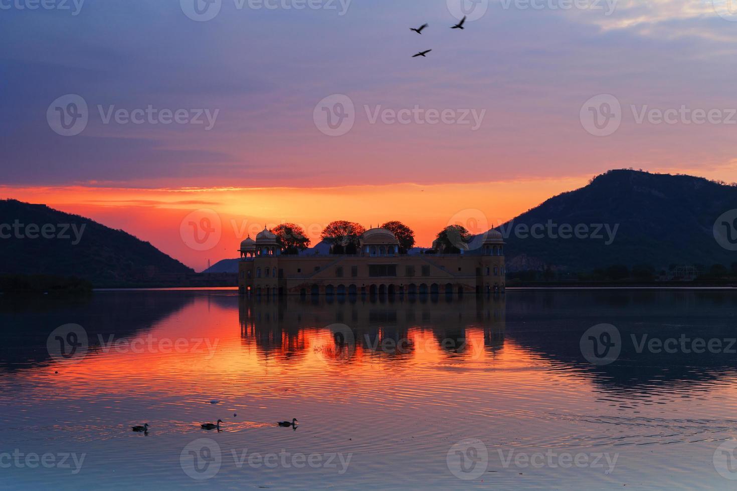 zonsopgang bij Jal Mahal, Jaipur, India. foto