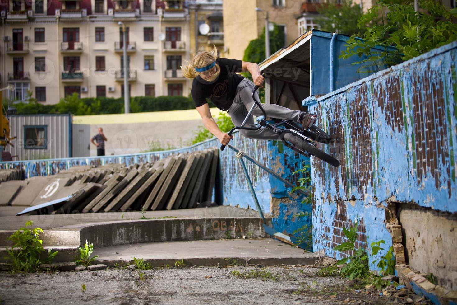 wall-ride op een fiets foto