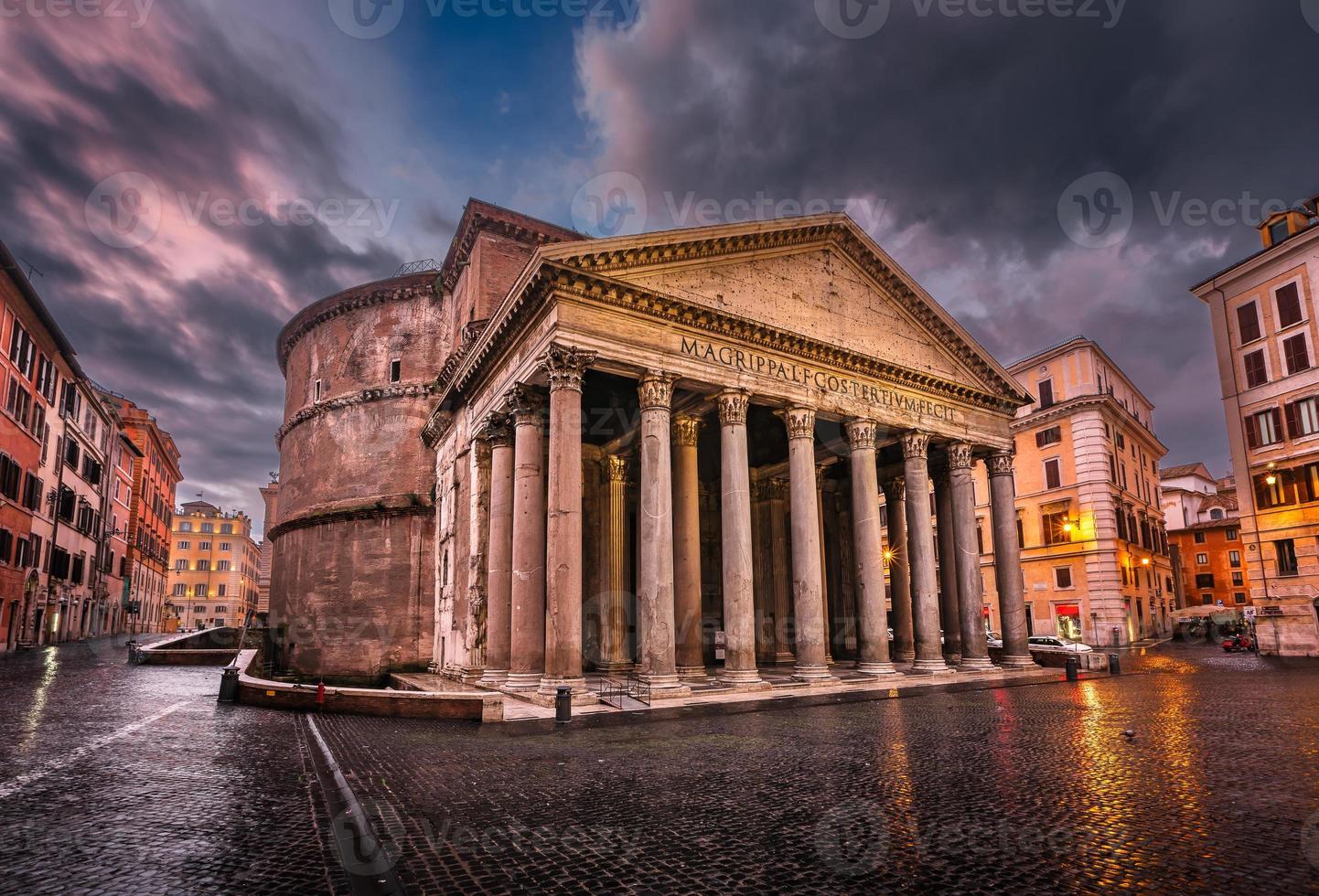 piazza della rotonda en pantheon in de ochtend, rome, italië foto