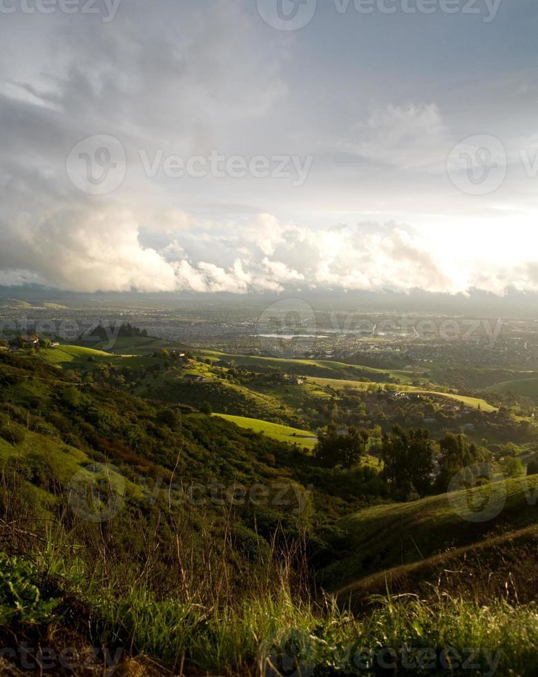 San Jose en heuvels na storm foto