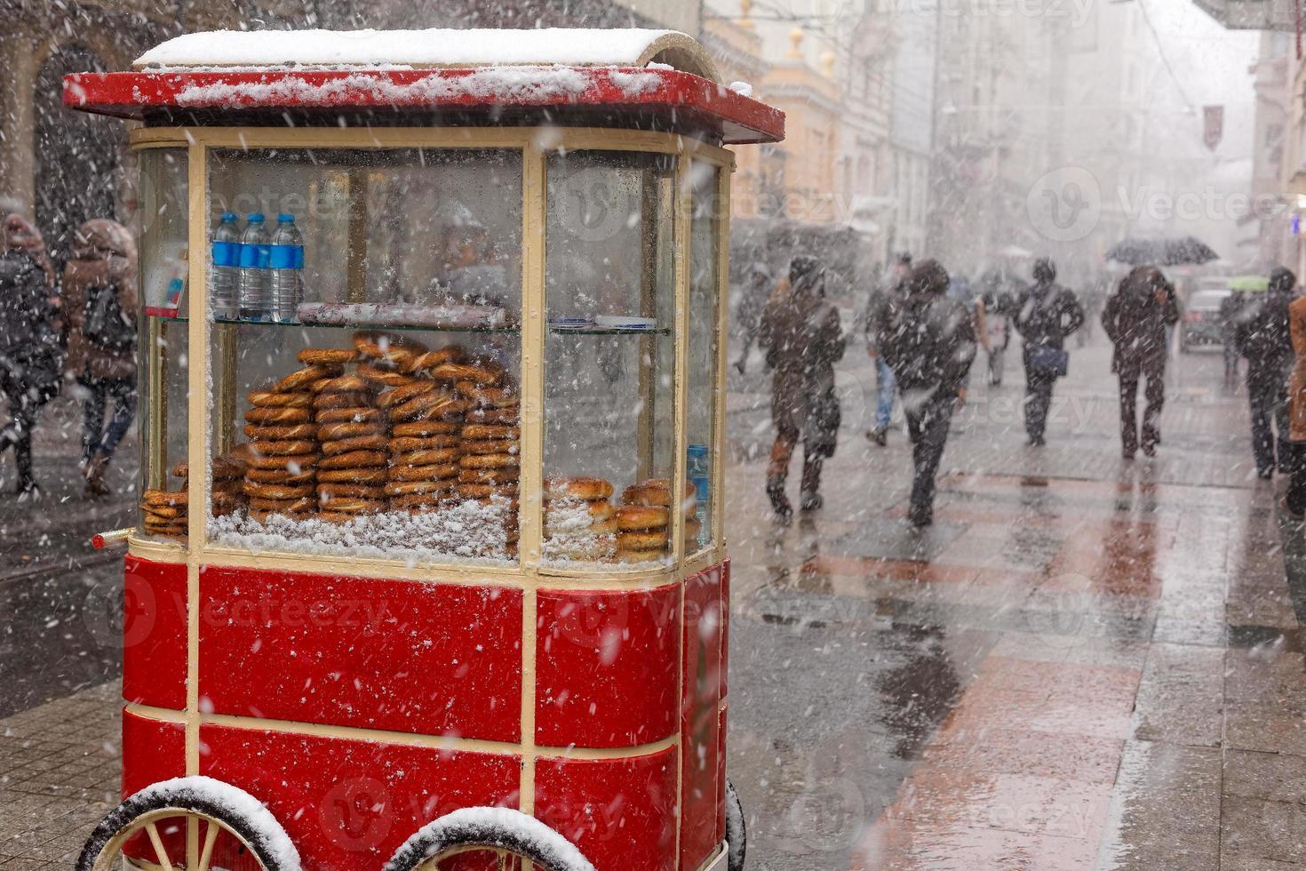 bagel als een beroemd straatvoedsel in Turkije foto