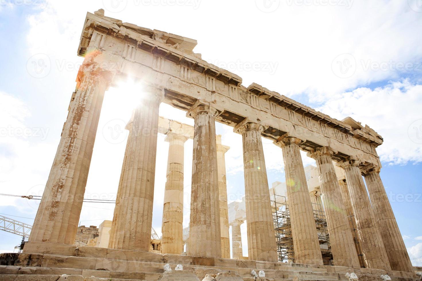 uitzicht op de Parthenon van de Akropolis op een heldere zonnige dag foto