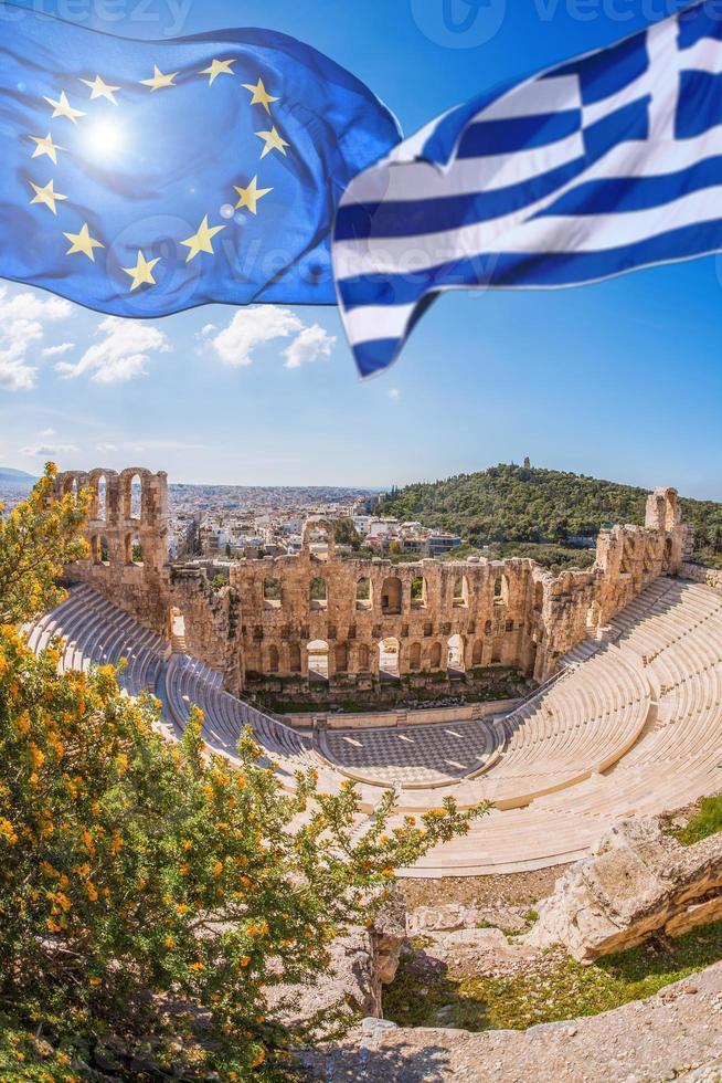 Akropolis, vlaggen van Griekenland en de Europese Unie in Athene, Griekenland foto