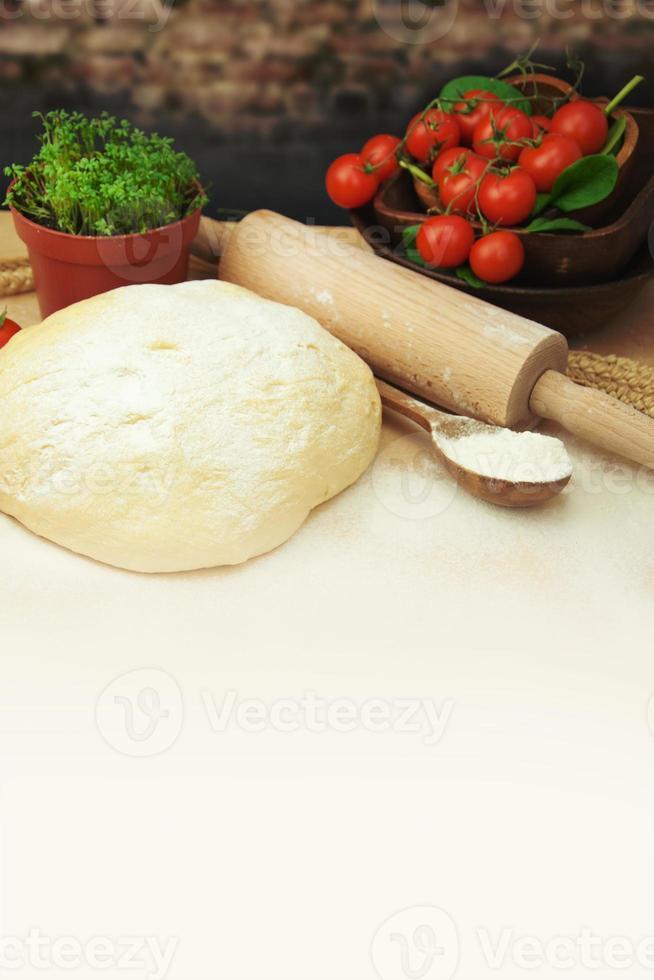 pizza deeg. foto