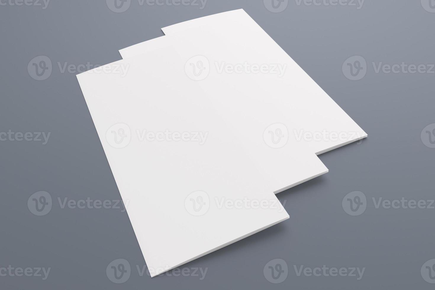 lege gevouwen brochure geïsoleerd op grijs foto