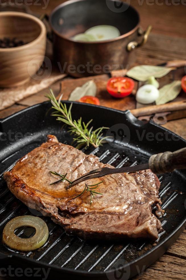 gebakken biefstuk. foto