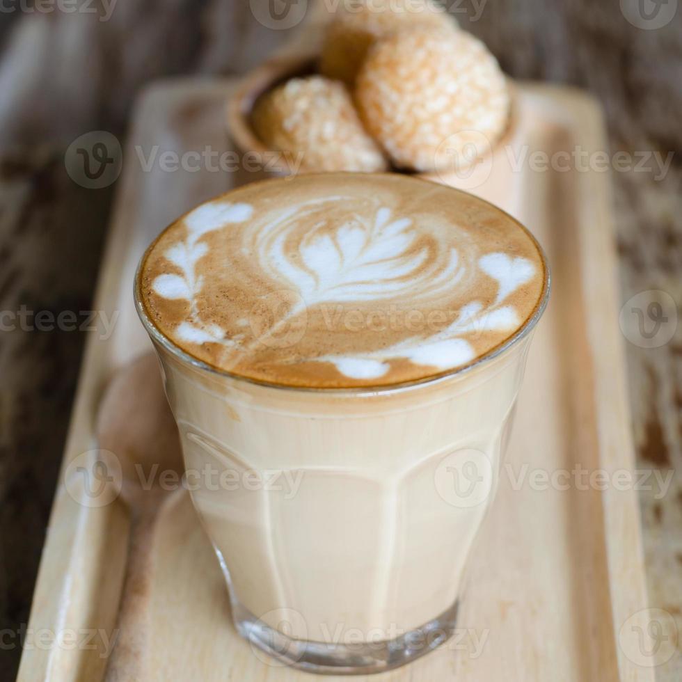 latte art koffie en snoep eieren zwaan foto