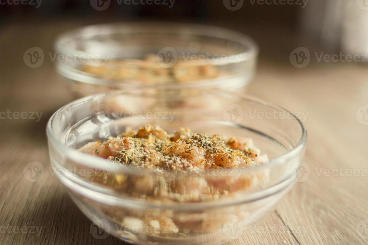 gesneden kip met kruiden foto
