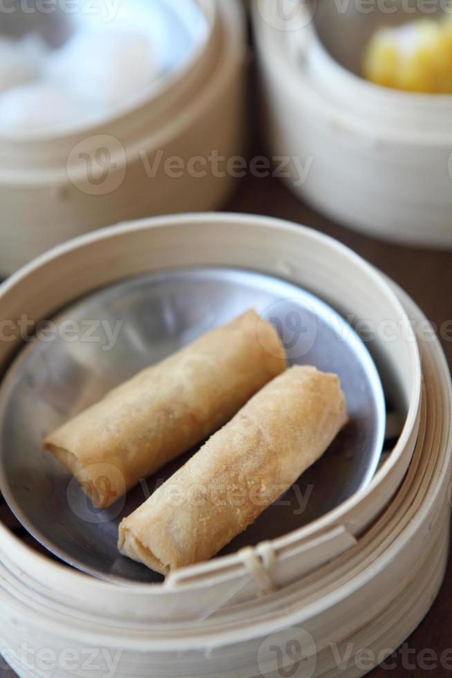 yumcha, dim sum in bamboe stoomboot foto