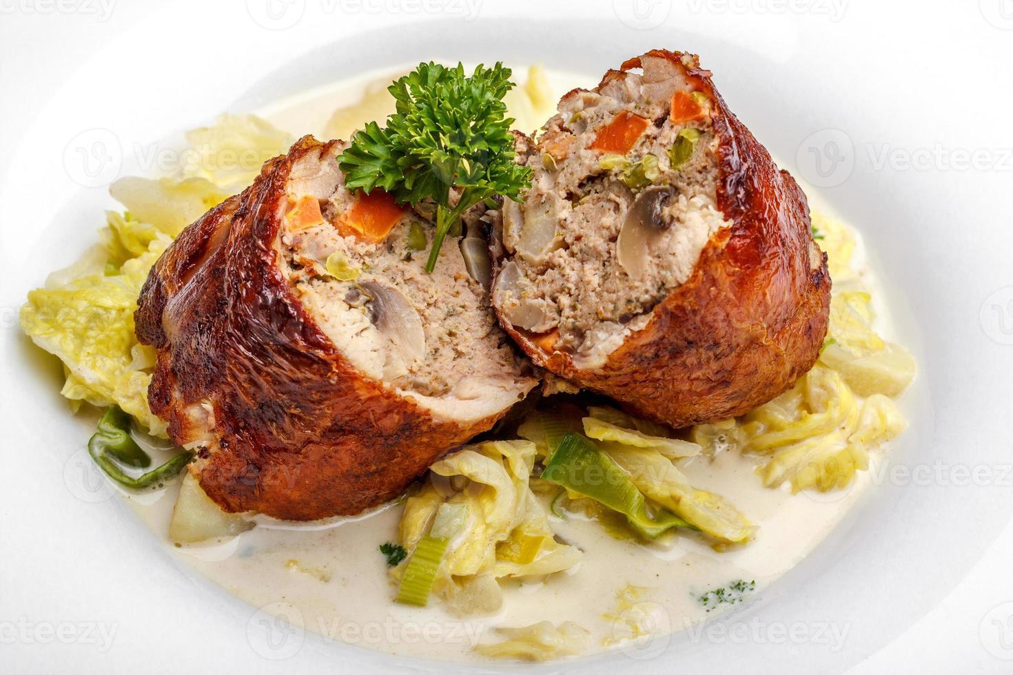 gevulde kip met boerenkool en romige aardappel foto