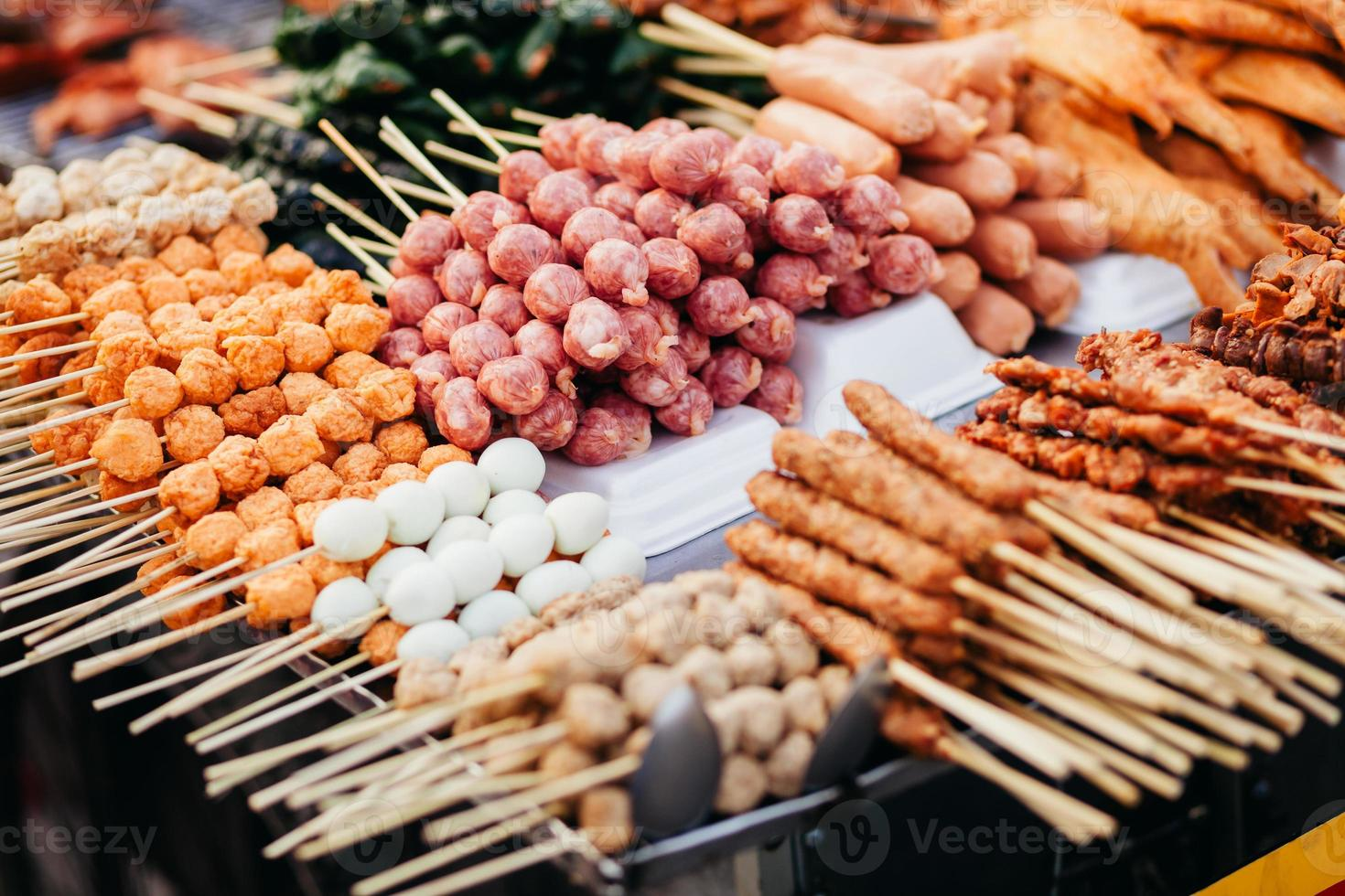 straat fastfood gehaktbal barbecue in Vietnam foto