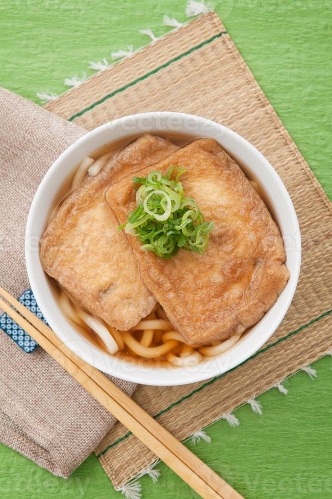 Japanse keuken, kitsune udon foto