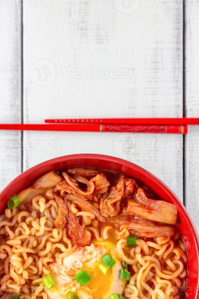 pittige Koreaanse ramen met ei foto