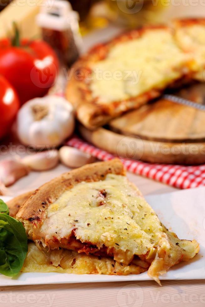 pizza margharita plakjes foto