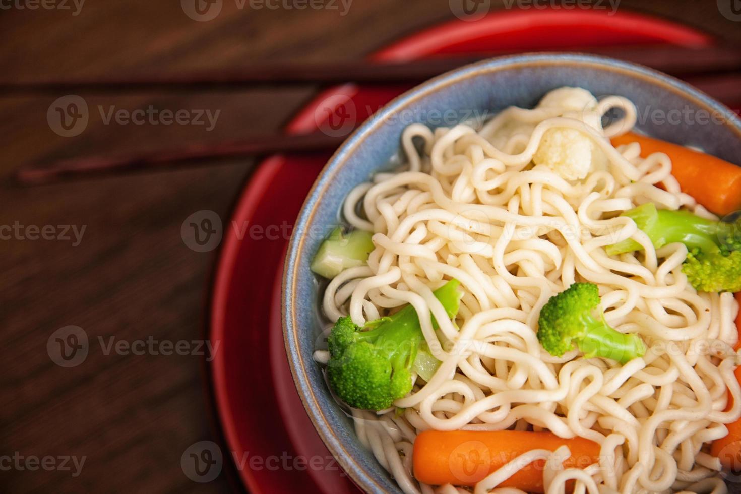 Aziatische noedelsoep foto