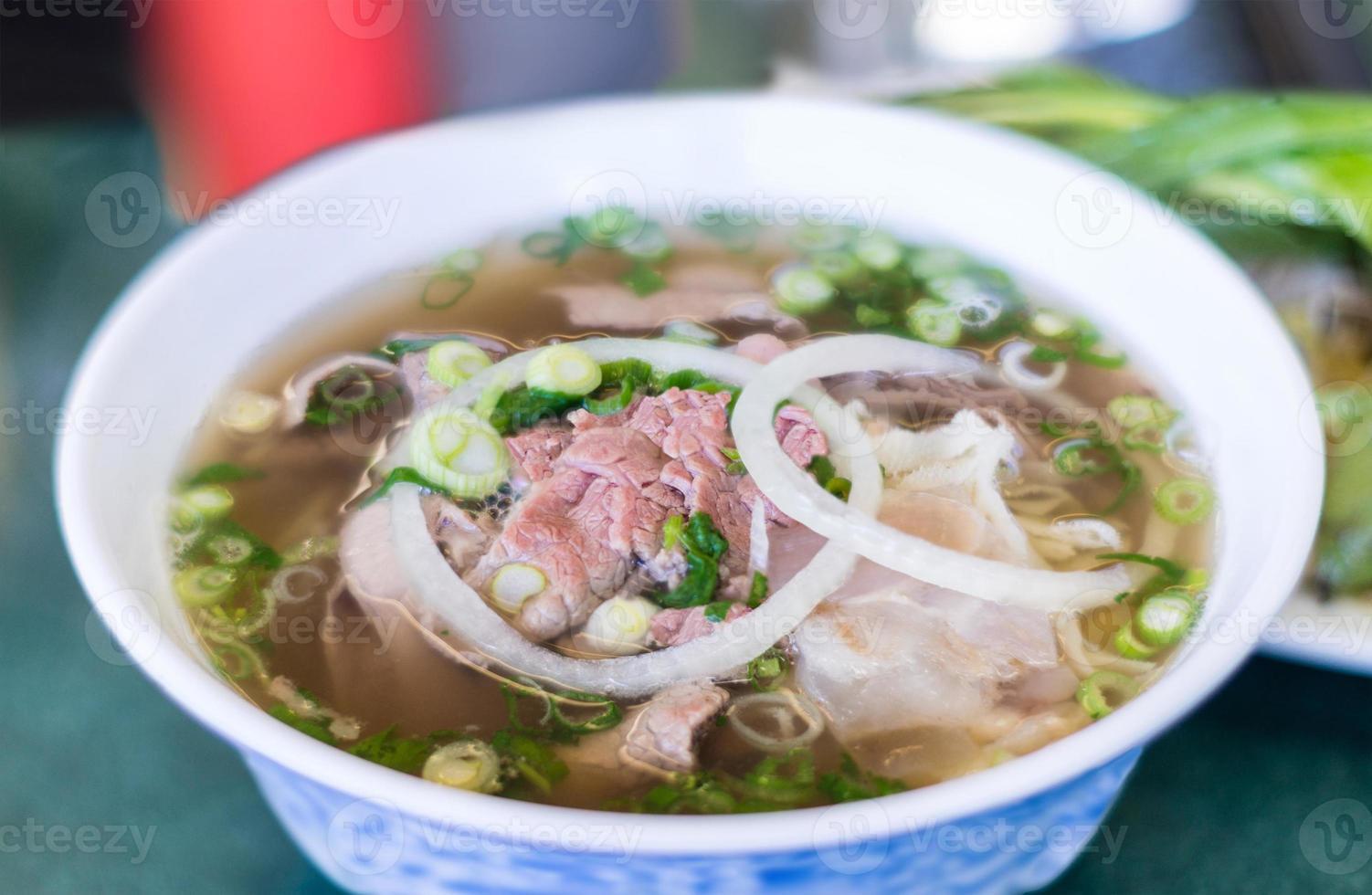 Vietnamese pho beef noodlesoep foto