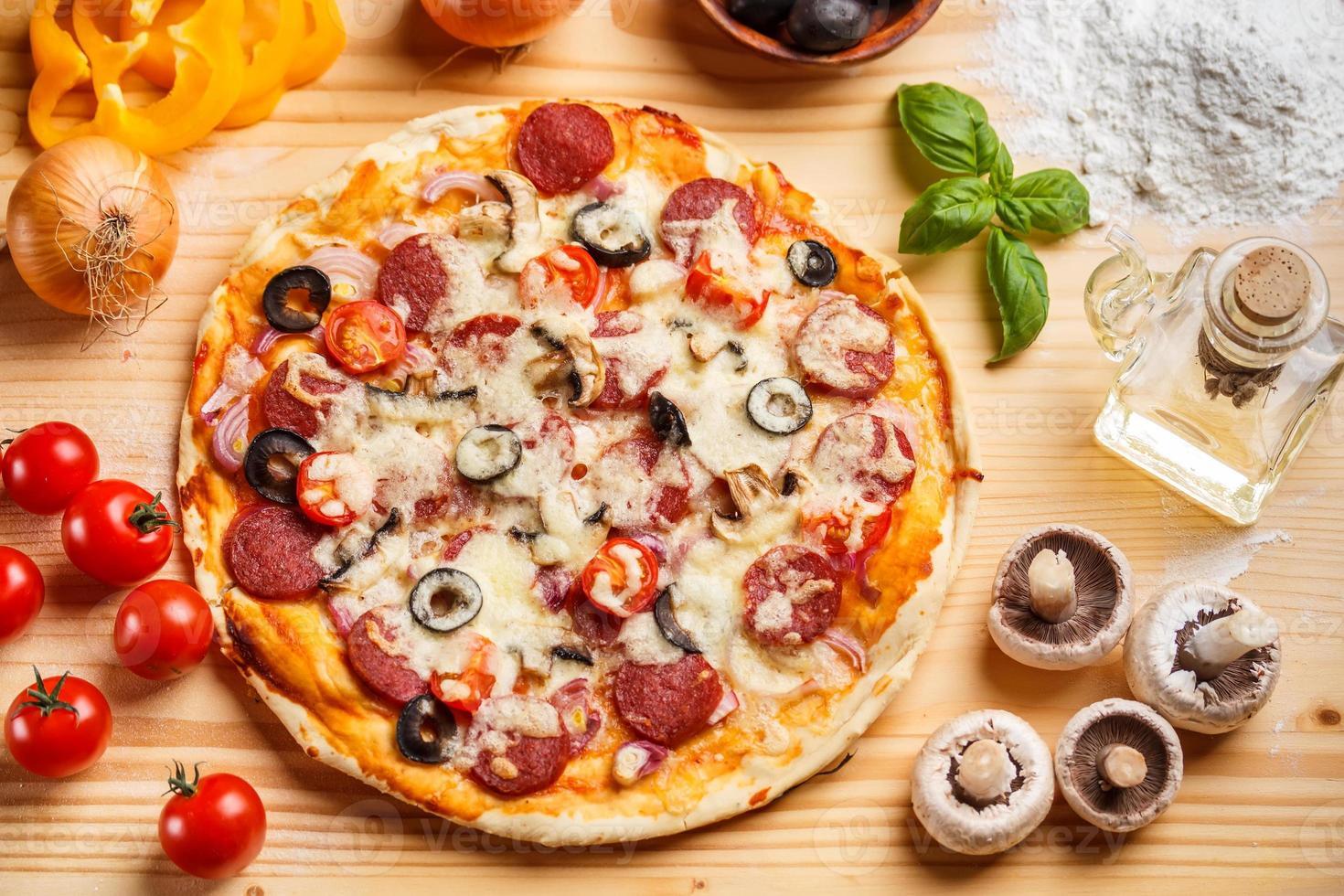 hele gebakken pizza foto