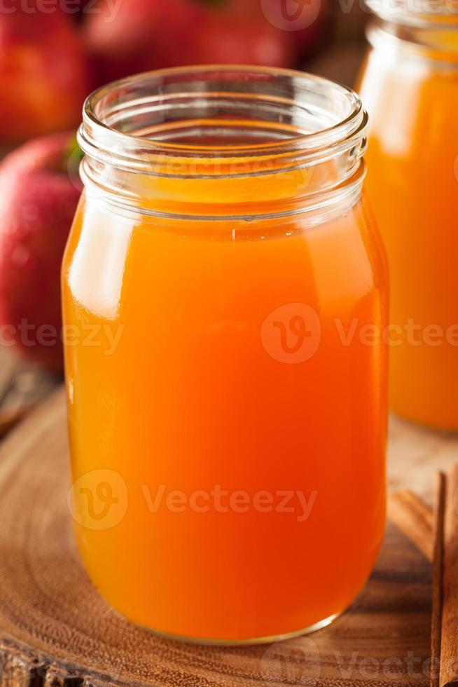 biologische oranje appelcider foto