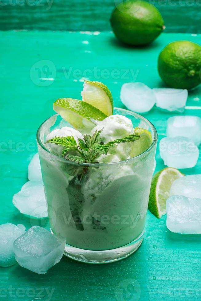 fruit ijs in kom foto