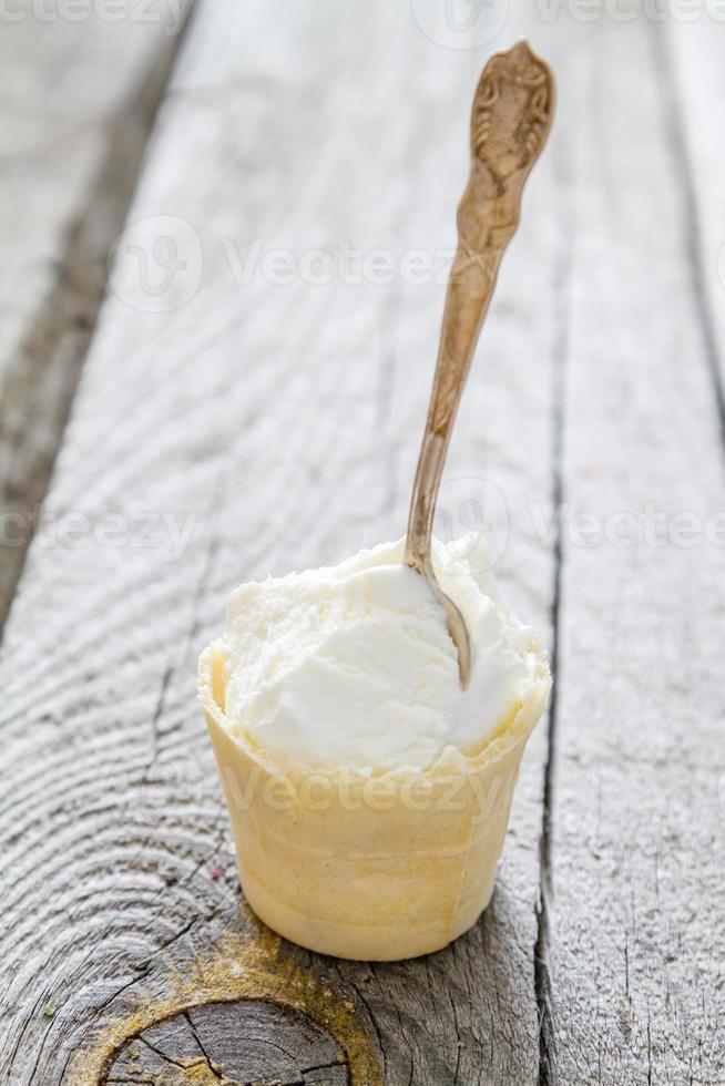 ijs op rustieke houten achtergrond foto