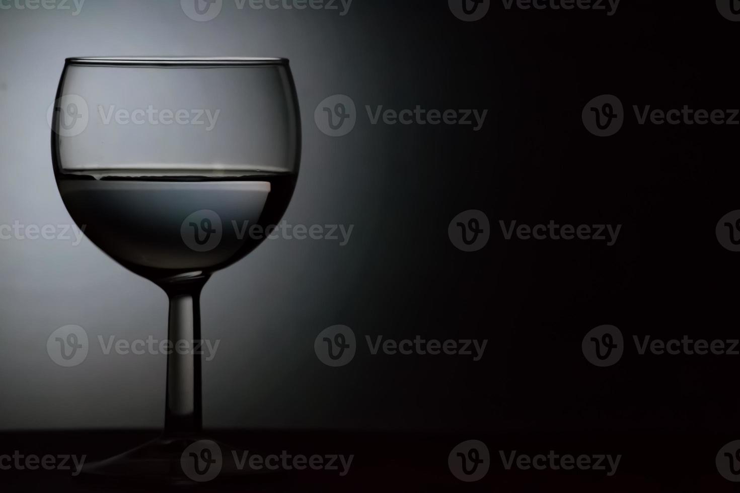 wijnglas zwart en wit foto