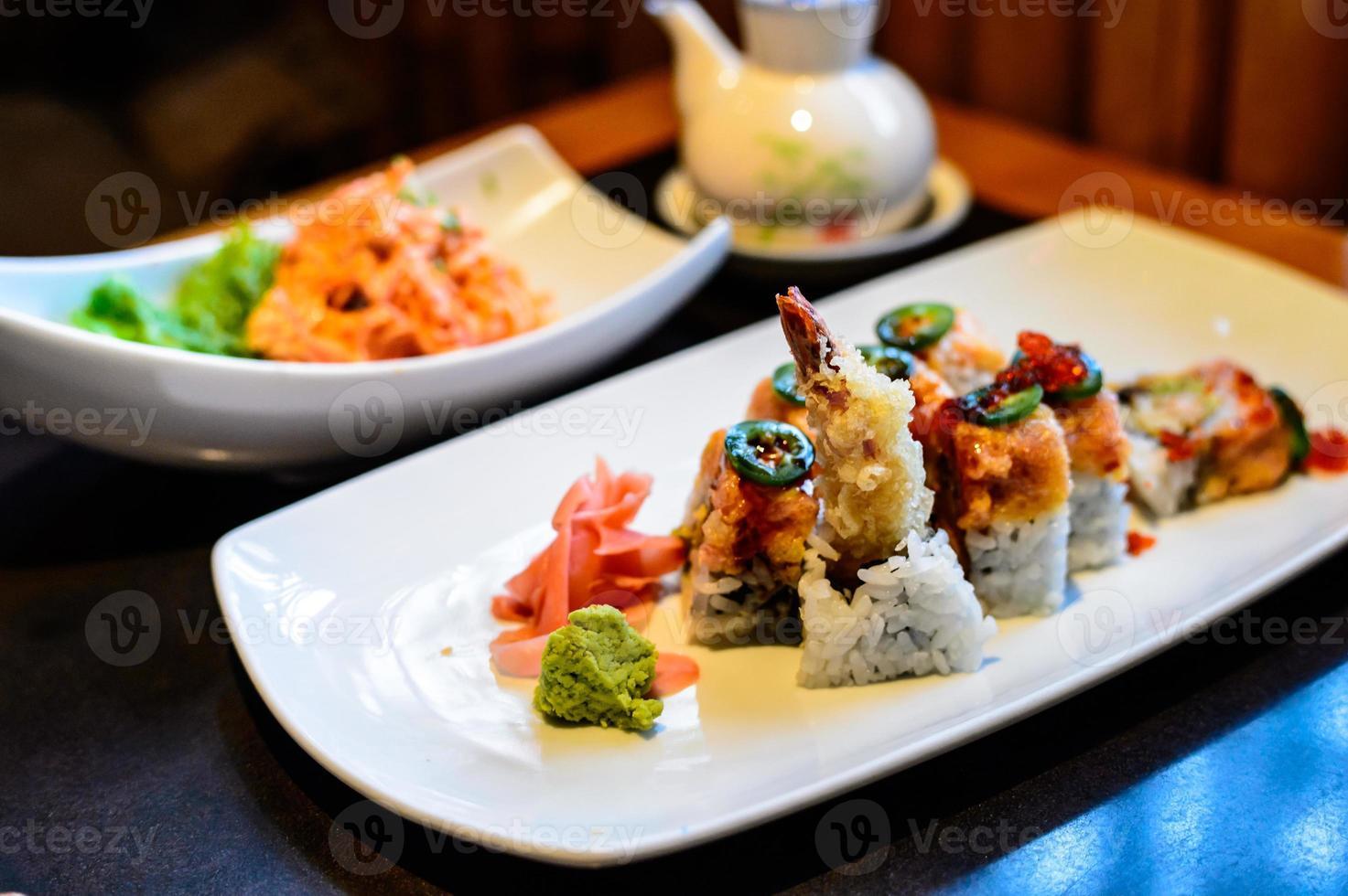 Japanse keuken - garnalen maki foto