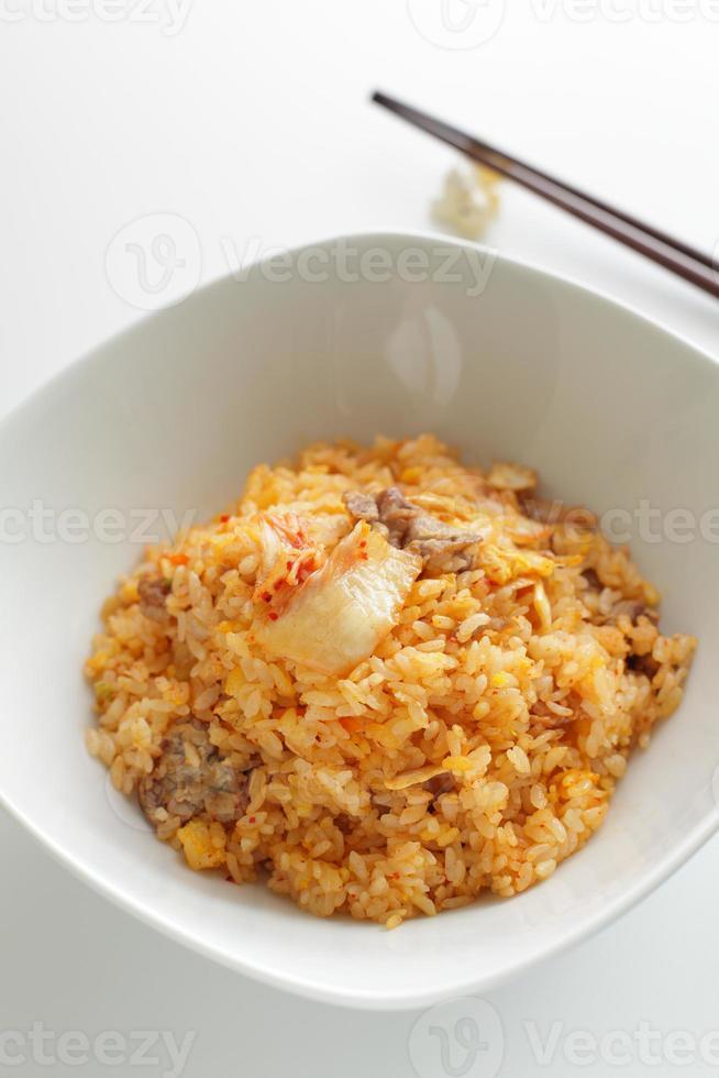 Kimchi en varkensvlees gebakken rijst foto