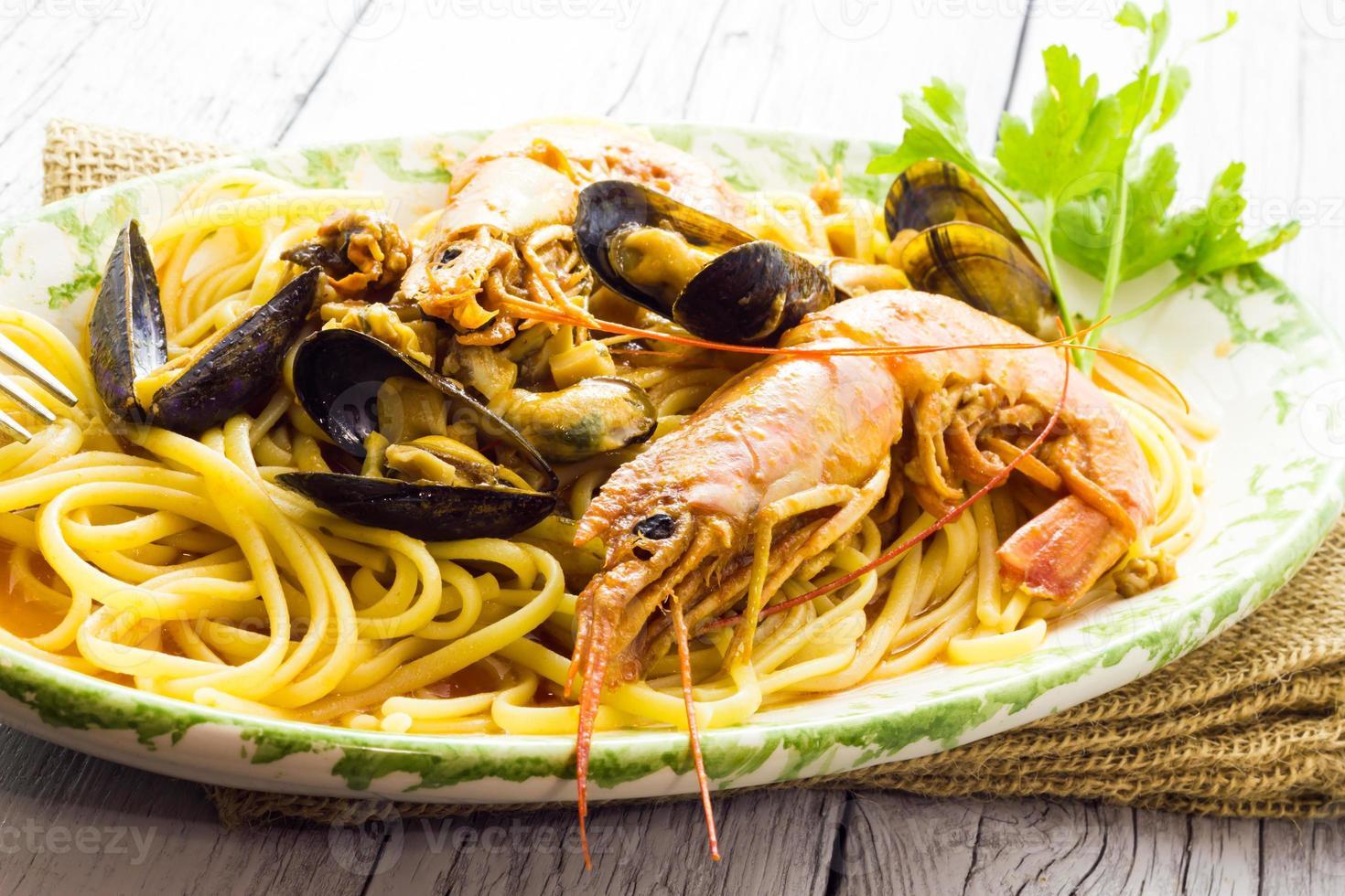 spaghetti met garnalen en mosselen foto