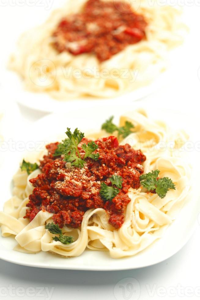 borden met spaghetti bolognese foto