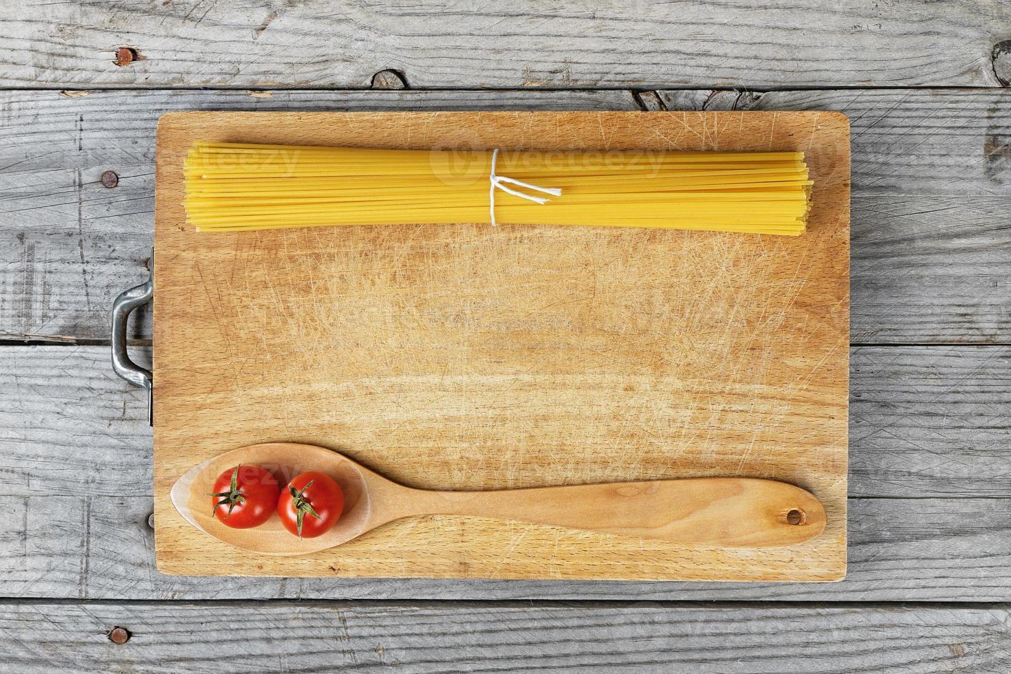 pasta spaghetti lepel tomaat foto